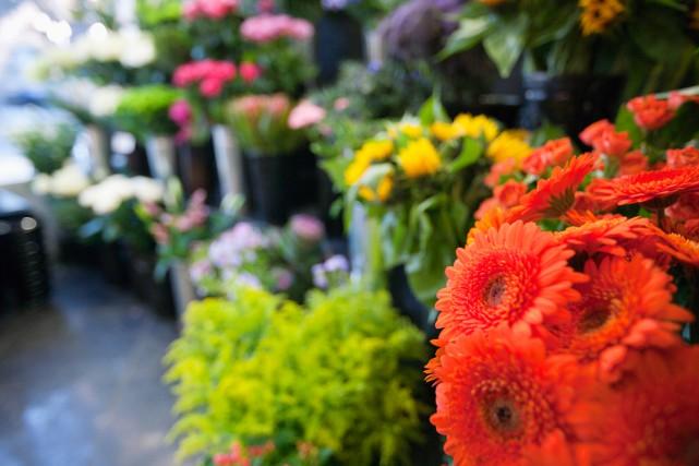 Les fleurs demeurent le cadeau le plus populaire... (PHOTO THINKSTOCK)