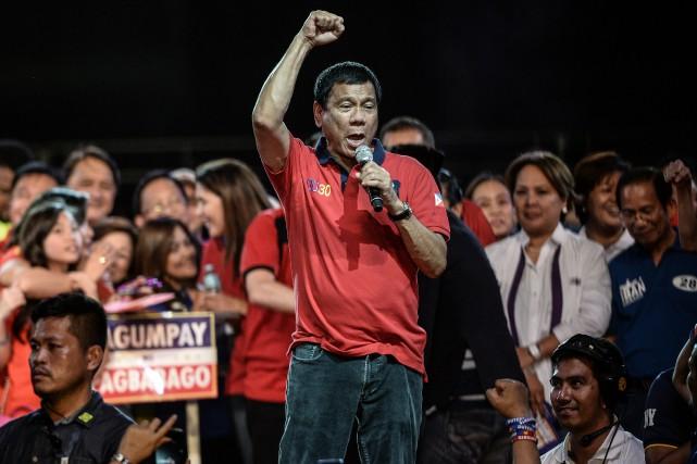 Âgé de 71 ans, Rodrigo Duterte a été... (PHOTO MOHD RASFAN, AGENCE FRANCE-PRESSE)