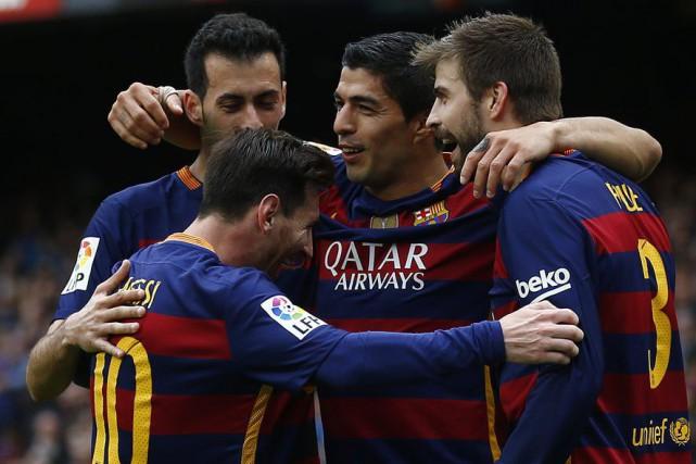 Luis Suarez (au centre) a marqué un doublé... (PHOTO MANU FERNANDEZ, AP)
