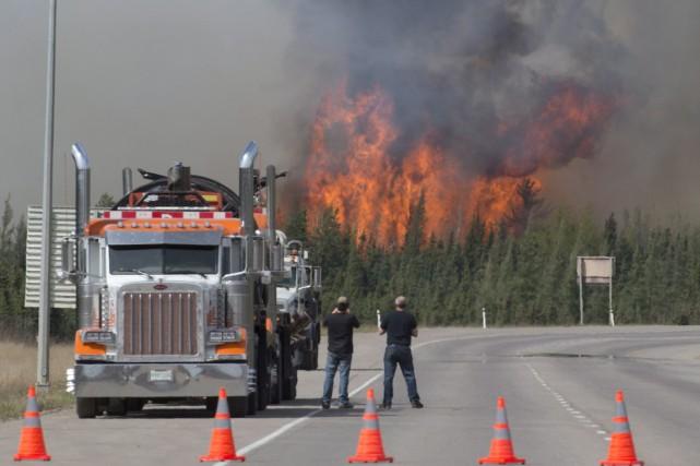 Les foyers d'incendie se trouvent encore à 40... (Photo La Presse Canadienne)