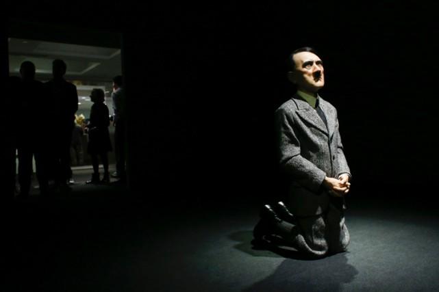 La sculpture de Maurizio Cattelan s'intitule Lui.... (PHOTO AFP)