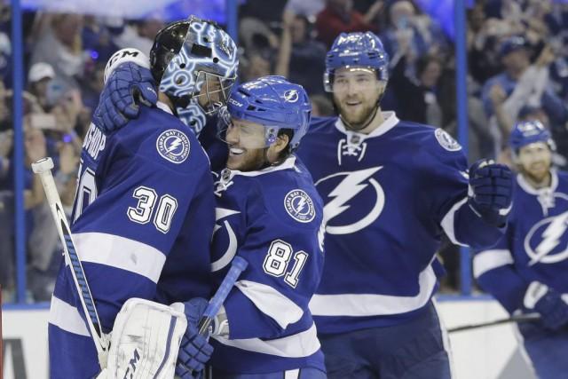 Le Lightning a éliminé les Islanders en cinq... (Chris O'Meara, AP)