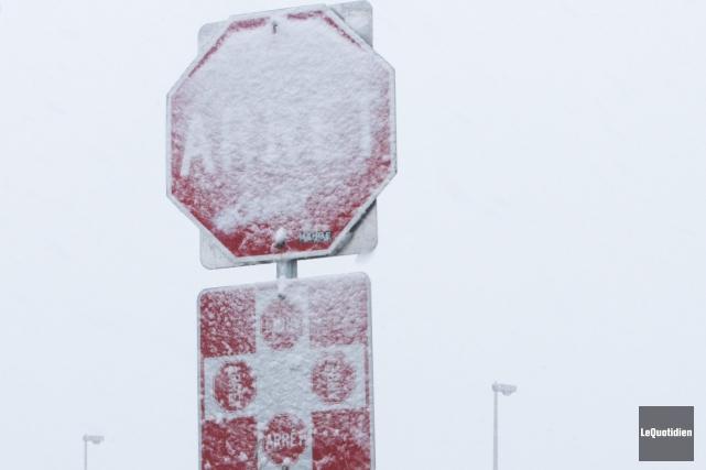 Une neige chargée en eau est tombée sur... (Photo Le Quotidien, Michel Tremblay)