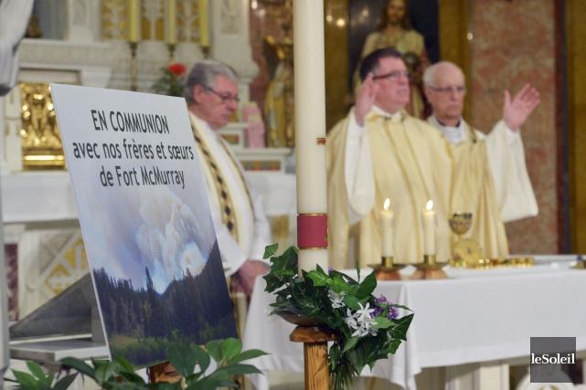La messe dominicale, captée à l'Oratoire Saint-Joseph, avait... (Le Soleil, Jean-Marie Villeneuve)