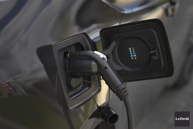 À ce jour, la proportion de véhicules électriques sur les routes du Québec et... (Martin Roy, LeDroit)