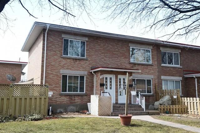 Duplex au950-952, rue Wilfrid-Laurier, Chomedey (Laval)... (PHOTO FOURNIE PAR LES COURTIERS)