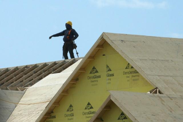 La cadence annuelle des mises en chantier au Canada a glissé davantage que... (PHOTO RICHARD BUCHAN, ARCHIVES PC)