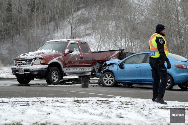 Un accident s'est produit sur le chemin St-Anicet.... ((Photo Le Quotidien, Jeannot Lévesque))