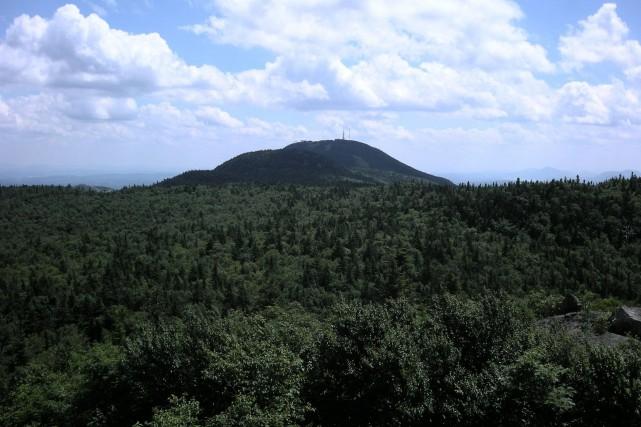Le sommet du mont Orford sera notamment mis... (PHOTO 0_LIVIER, TIRÉE DE WIKIPÉDIA)