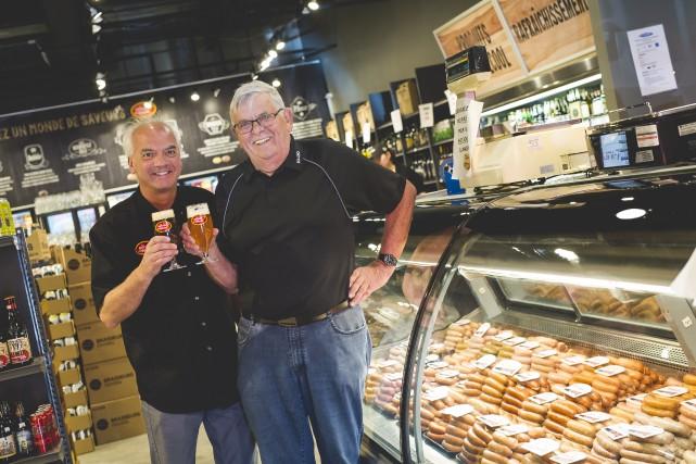 Le propriétaire du Monde des Bières,Éric Bouchard, et... (Fournie par SO-CHO Le Saucissier)