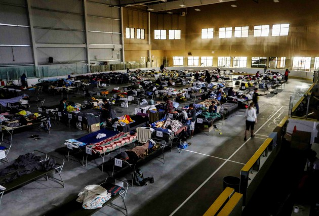 Un arena servant de refuge aux évacués.... (Photo Reuters)