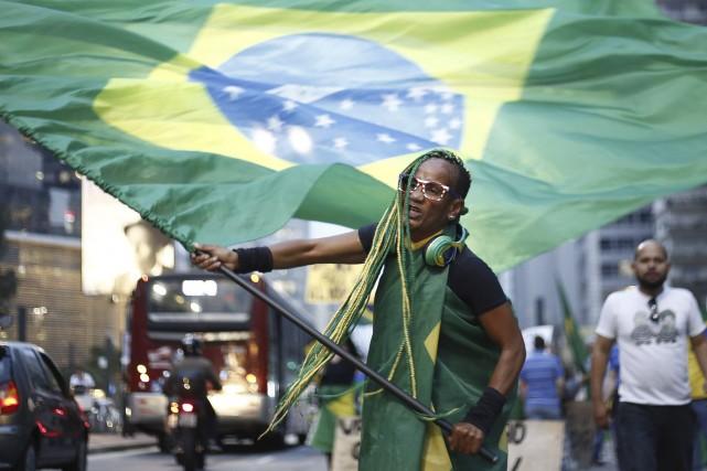 Un partisan dela destitution de la présidente Dilma... (AFP, Miguel Schincariol)