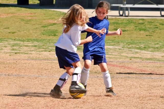 La violence est bien présente dans les sports... (123rf/Susan Leggett)