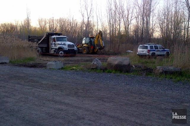 Des ouvriers municipaux ont trouvé le corps enveloppé... (Photo fournie)