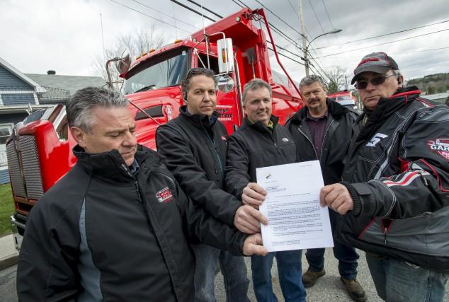 Les camionneurs membres de l'Association nationale des camionneurs... (Spectre Média, Jessica Garneau)