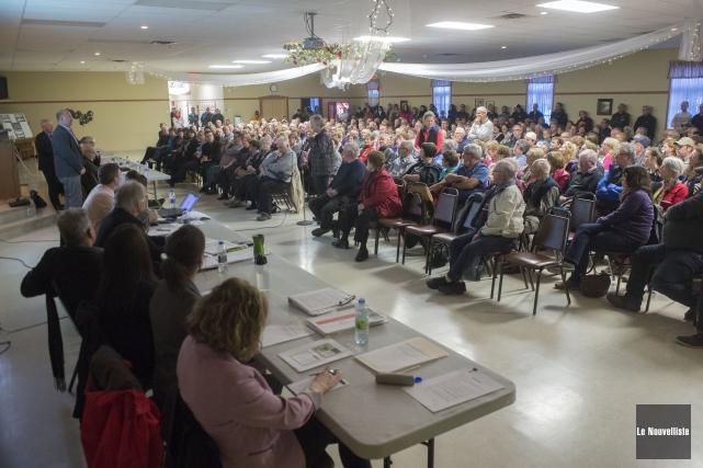 Près de 350 personnes ont assisté lundi à... (Photo: Stéphane Lessard Le Nouvelliste)
