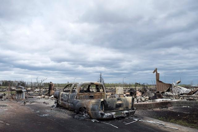 Au total, près de 100000personnes ont été évacuées... (Photo Jonathan Hayward, PC)