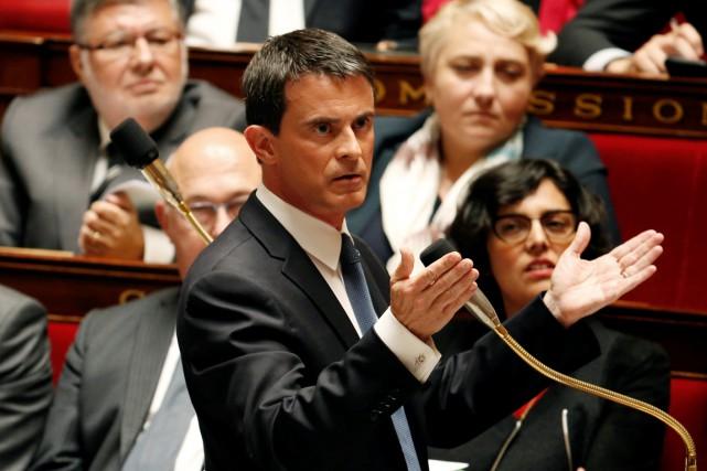 Le premier ministre Manuel Valls a annoncé devant... (PHOTO CHARLES PLATIAU, REUTERS)