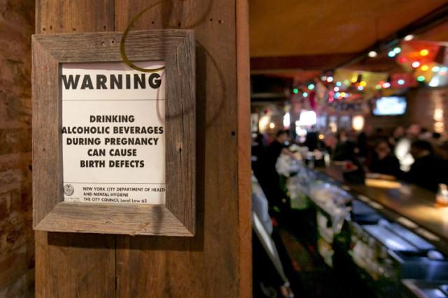 Tous les établissements américains distribuant de l'alcool sont... (PHOTO AP)
