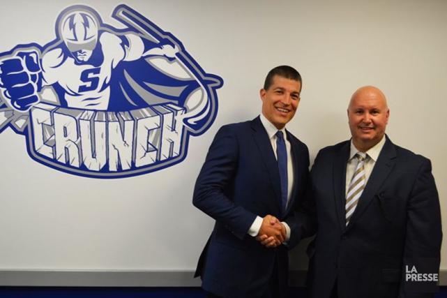 Le directeur général du Crunch, Julien Brisebois accompagné... (Photo tirée du compte Twitter du Crunch de Syracuse)