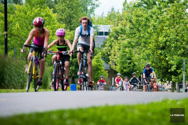 Les milliers de cyclistes de la région auront désormais un endroit désigné pour... (Archives La Tribune, Jessica Garneau)