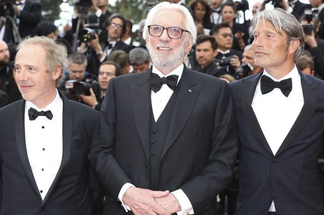 Arnaud Desplechin, Donald Sutherland et Mads Mikkelsen portent... (AFP, Valery Hache)