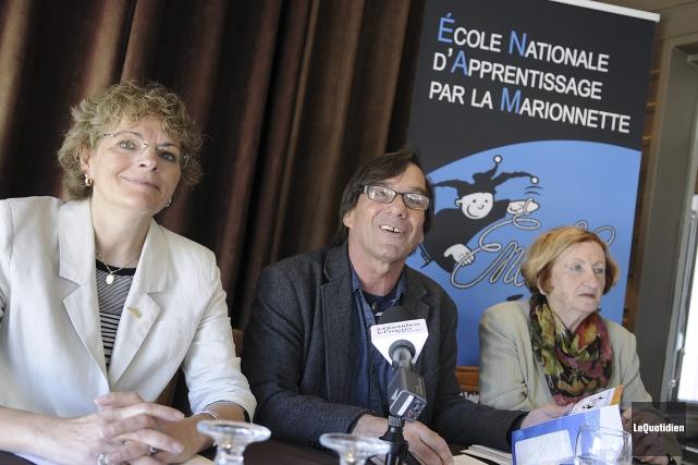 Martine Gauthier, conseillère municipale, Richard Bouchard, directeur général... (Photo Le Quotidien, Mariane L. St-Gelais)