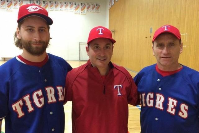 De gauche à droite: Dave Morinville, Michael Lygitsakos...