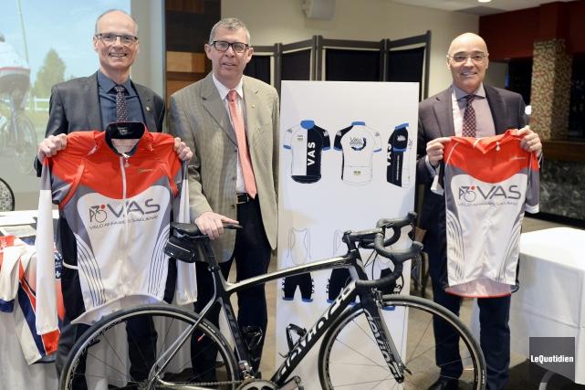 Les représentants du club Vélo Affaires Saguenay, Louis... (Photo Le Quotidien, Jeannot Lévesque)