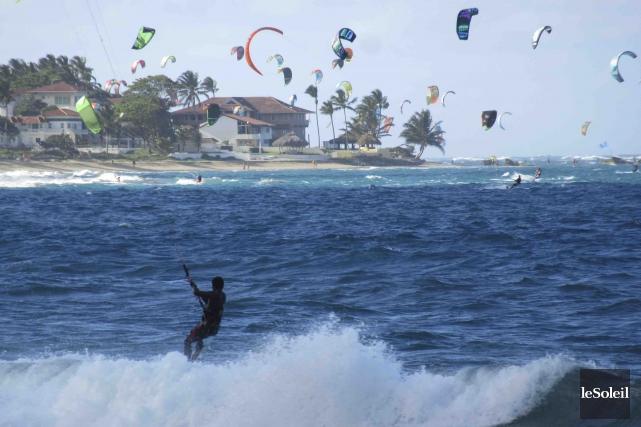 La veille de notre départ, véliplanchistes et kitesurfers... (Le Soleil, Mylène Moisan)
