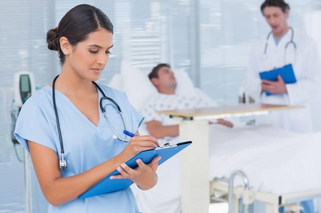 La surcharge de travail des infirmiers et infirmières ne permet pas... (123rf)