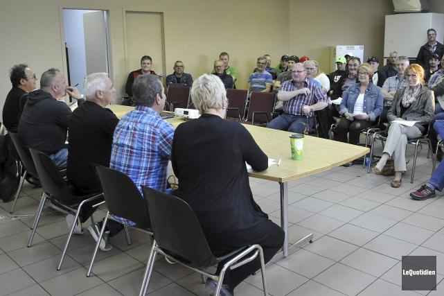 Environ 65 membres ont participé à l'assemblée générale... (Photo Le Quotidien, Rocket Lavoie)