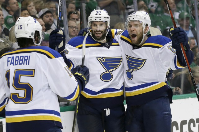 Les Blues de St. Louis remportent le septième... (LM Otero, The Associated Press)