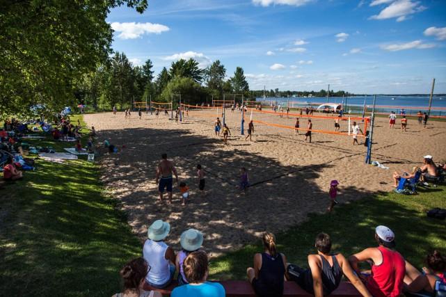 Le Festi-Beach du secteur Lac-à-la-Tortue prend une pause... (Olivier Croteau, Le Nouvelliste)