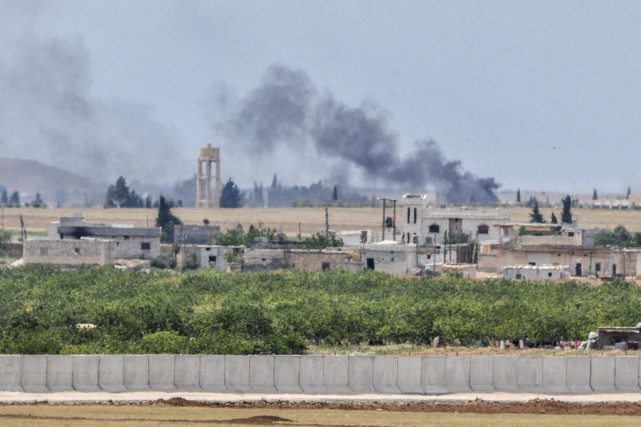 Des positions de l'EI bombardées la semaine dernière... (PHOTO ILYAS AKENGIN, ARCHIVES AGENCE FRANCE-PRESSE)