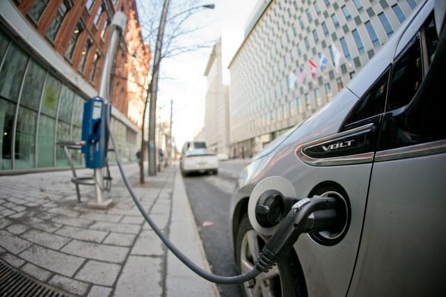 La majorité des voitures électriques canadiennes sont au... (Photo David Boily, Archives La Presse)