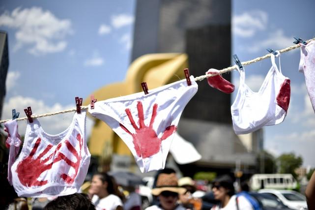 Le 24 avril, des milliers de personnes ont... (Photo Yuri Cortez, Agence France-Presse)