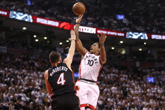 DeMar DeRozan (10) a mené l'attaque des Raptors avec... (Photo Tom Szczerbowski, USA Today)