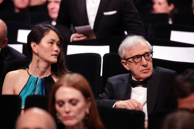 Woody Allen en compagnie de son épouse Soon-Yi... (PHOTO AP)