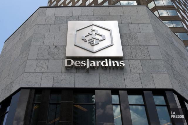 Le Mouvement Desjardins déclare des excédents en baisse de 17% ou 82 millions... (Photo Robert Skinner, archives La Presse)
