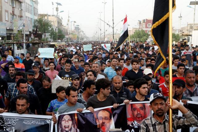 Les manifestants, en majorité des partisans du chef... (Photo Wissm al-Okili, Reuters)