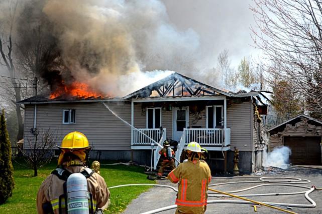 Un incendie a complètement détruit une résidence familiale... (Collaboration spéciale, Éric Beaupré)