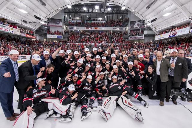 Les Huskies ont savouré le premier championnat de... (Vincent Éthier / LHJMQ)