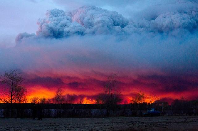 Les incendies de forêt à Fort McMurray ralentissent... (PHOTO JASON FRANSON, ARCHIVES LA PRESSE CANADIENNE)