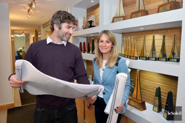 Patrick Thériault, président d'HabitationCanadienne, etsaconjointe, Isabelle Duchaine, directrice... (Le Soleil, Jean-Marie Villeneuve)