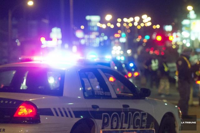 Les policiers de Sherbrooke ont eu maille à partir avec un couple dont la... (Archives La Tribune)