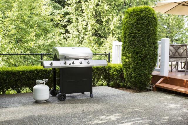 Avant d'allumer le barbecue pour la première fois... (123 RF)