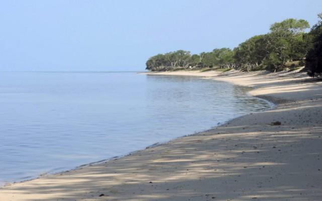 La plage idyllique de Poé, en Nouvelle-Calédonie, est... (PHOTO AFP)