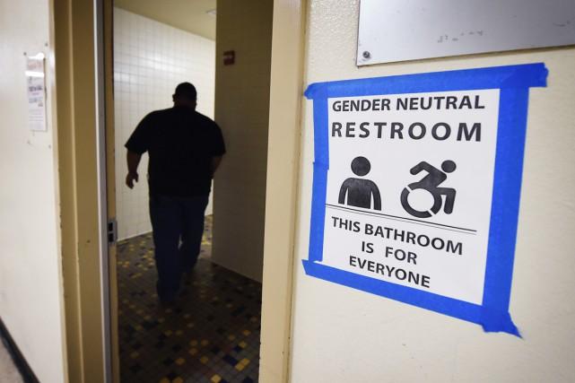 La polémique sur l'accès aux toilettes publiques pour... (PHOTO MARK RALSTON, ARCHIVES AFP)