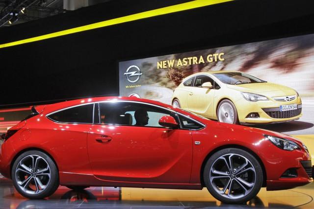 L'Opel Astra... (Photo AP)
